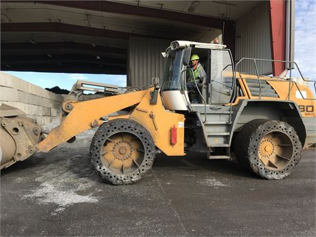 2011 Liebherr L580 Wheel Loader
